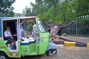 Luchando para hacer frente a las inundaciones en Azad Jammu y Cachemira, en Paquistán. Foto: Kamran Chaudhry/Cáritas Pakistán