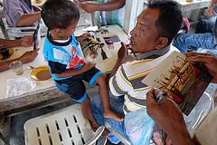 Mémoires du tsunami de 2004 avec des villageois pêcheurs d'Aceh.