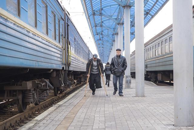 En Slovyansk, al este de Ucrania, cientos de familias se están refugiando en tren en la estación de trenes.