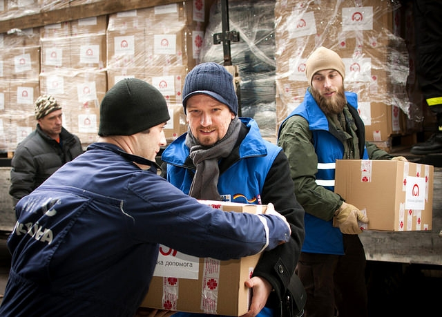 Caritas Poland helped transport 150 tonnes of aid including food, hygiene items, warm clothes and heaters, bed frames and cleaning products, aimed at helping 5000 people. Caritas Ukraine