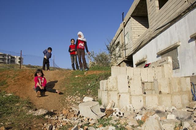 Los niños, los sobrinos y sobrinas de reciente llegada al Líbano Eman. Crédito: Tabitha Ross / Caritas