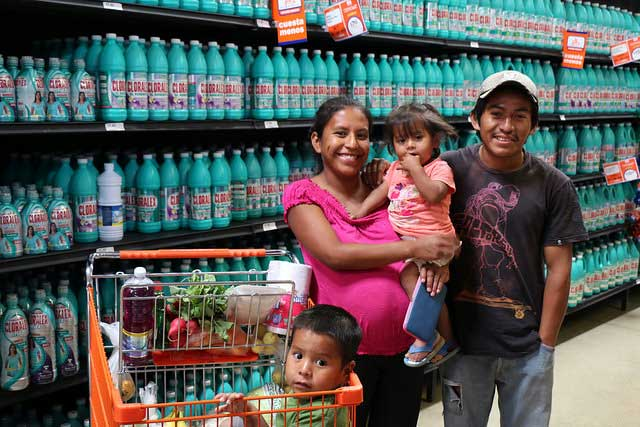 Another family benefitted from electronic purse . Photo by Caritas Mexico