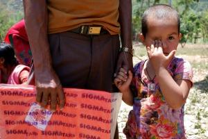 Caritas a distribué à ce jour des bâches à 1150 ménages à Kavre.