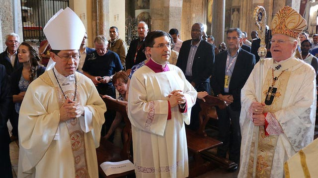 Cardinal Tagle (L) celebrating Mass with Caritas delegates. Photo by Caritas Latin America and the Caribbean