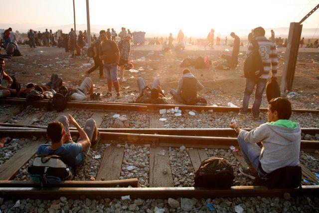 En Idomeni, al norte de Grecia, refugiados e inmigrantes esperan a cruzar la frontera entre Grecia y Macedonia. Foto: Matthieu Alexandre/Caritas Internationalis