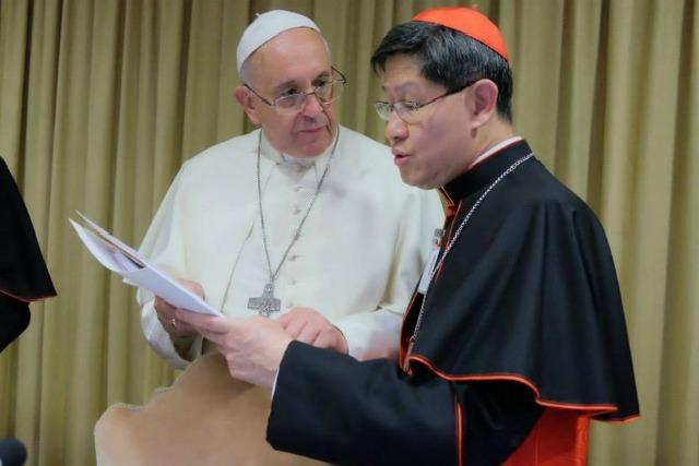 Le pape François en compagnie du président de Caritas Internationalis, le cardinal Tagle. Paul Haring / CNS
