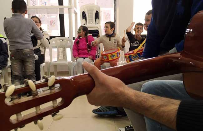 Niños refugiado sirios con recreación y oportunidades para jugar es muy probable que superen muchas de las dificultades sociales. Foto por Khaury/CLMC  C