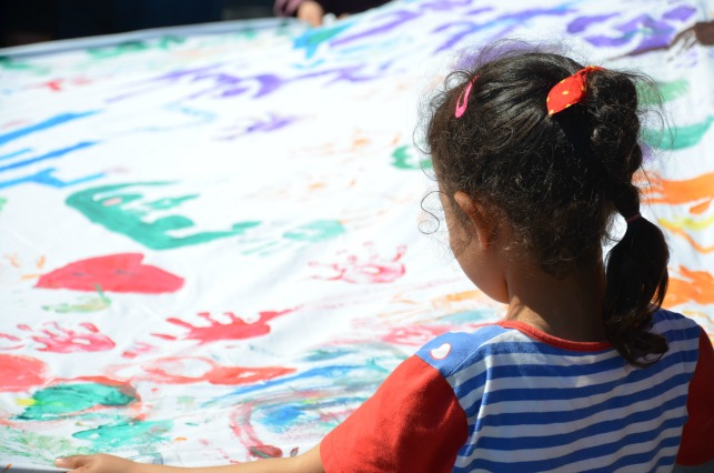 Making a banner for Pope Francis at the Caritas hotel for refugees and migrants. Credit: Caritas Hellas.