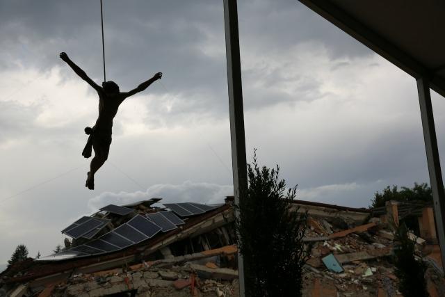 Make shift chapel in earthquake hit Amatrice. Caritas Italy