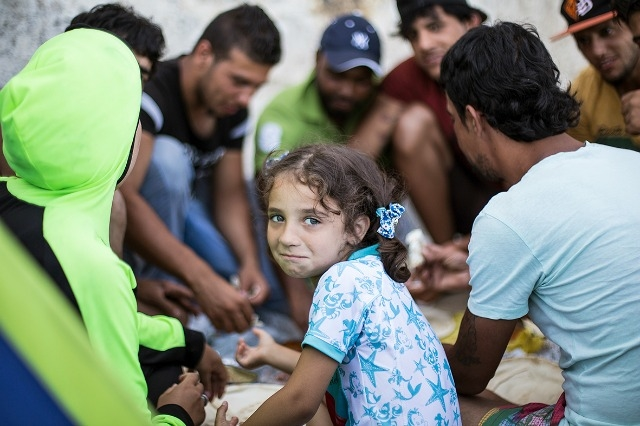 Refugees on the Greek island of Kos receive a meal thanks to Caritas. Natalia Tsoukala/Caritas