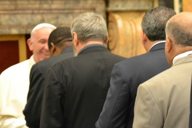 El Papa Francisco se reúne con personal de Caritas en un evento especial sobre las crisis en Siria e Irak.
