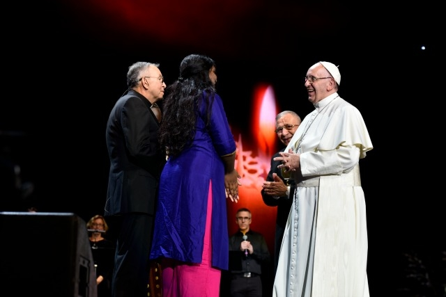 Pranita Biswasi, Msgr Hector Fabio Henao and Pope Francis. Credit Maria