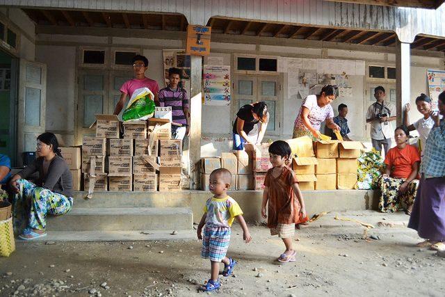 Thousands flee conflict in Myanmar