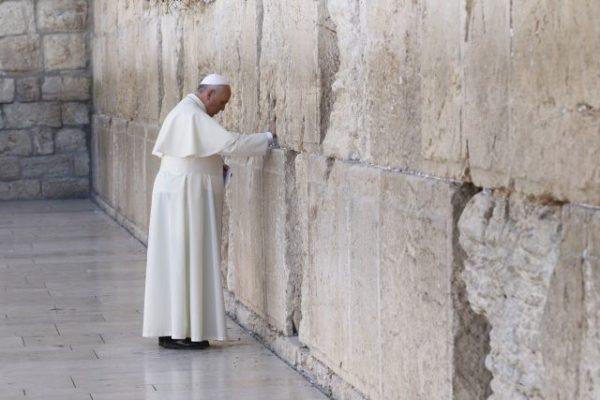 Oren por la paz en Tierra Santa con el Papa Francisco