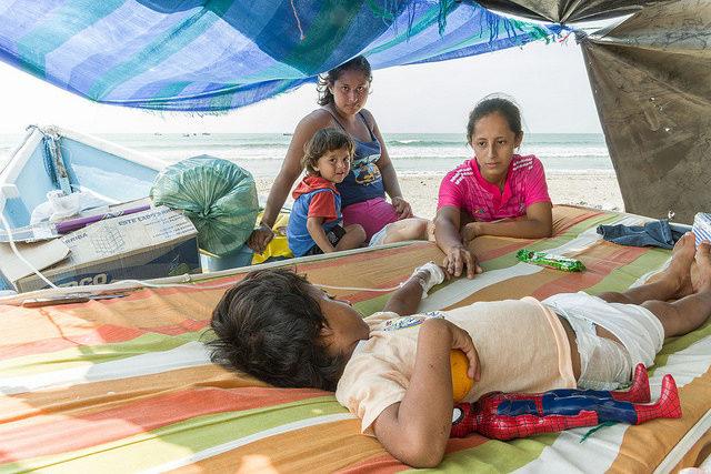 Logements, vivres, emplois : la clé après le séisme en Équateur