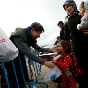 Le  Cardinal Tagle exhorte a la solidarite envers les refugies apres sa visite en Grèce