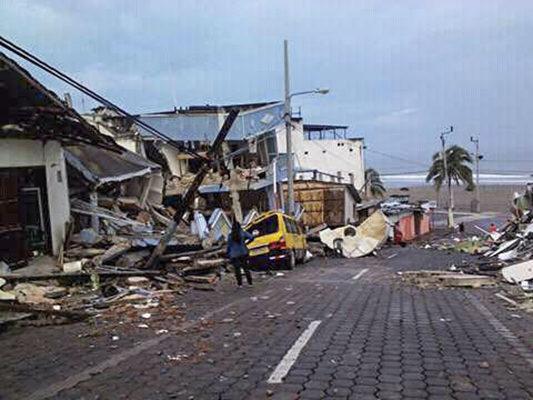 Besoin de tentes et de bateaux de secours en Équateur après le séisme