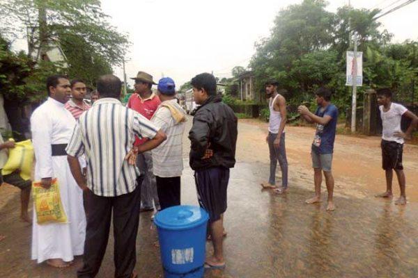Caritas ayuda a los damnificados por las inundaciones y deslizamientos en Sri Lanka