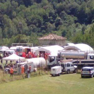 Suite au seisme, les operations de secours se poursuivent durant la nuit en Italie
