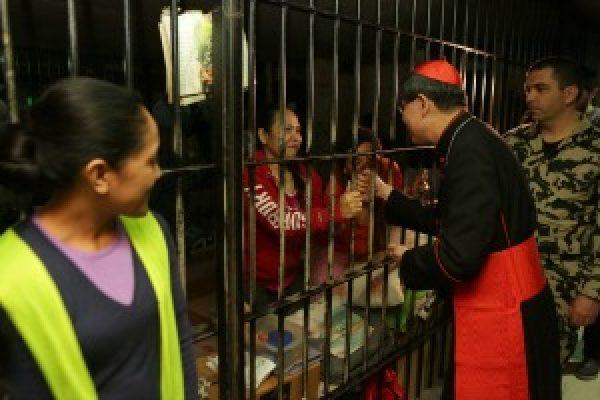El cardenal Tagle se encuentra con trabajadores migrantes en Líbano