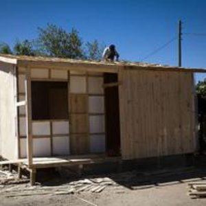 Donner un toit aux survivants du séisme au Chili
