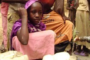 Suministro de agua limpia para los niños del Darfur