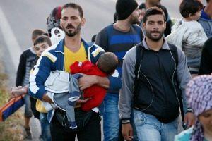 Visita del Cardenal Tagle a los refugiados que reciben ayuda de Caritas en Grecia