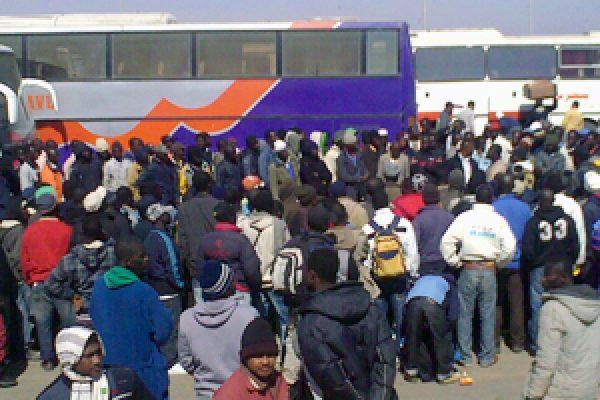 Migrants stranded on Egypt Libya border in need