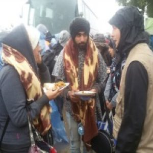 Refugees face cold and rain in Serbia