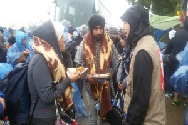Les refugies face au froid et sous la pluie en Serbie