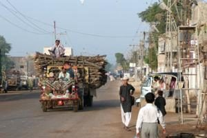 Au Pakistan, un groupe de jeune s'exprime