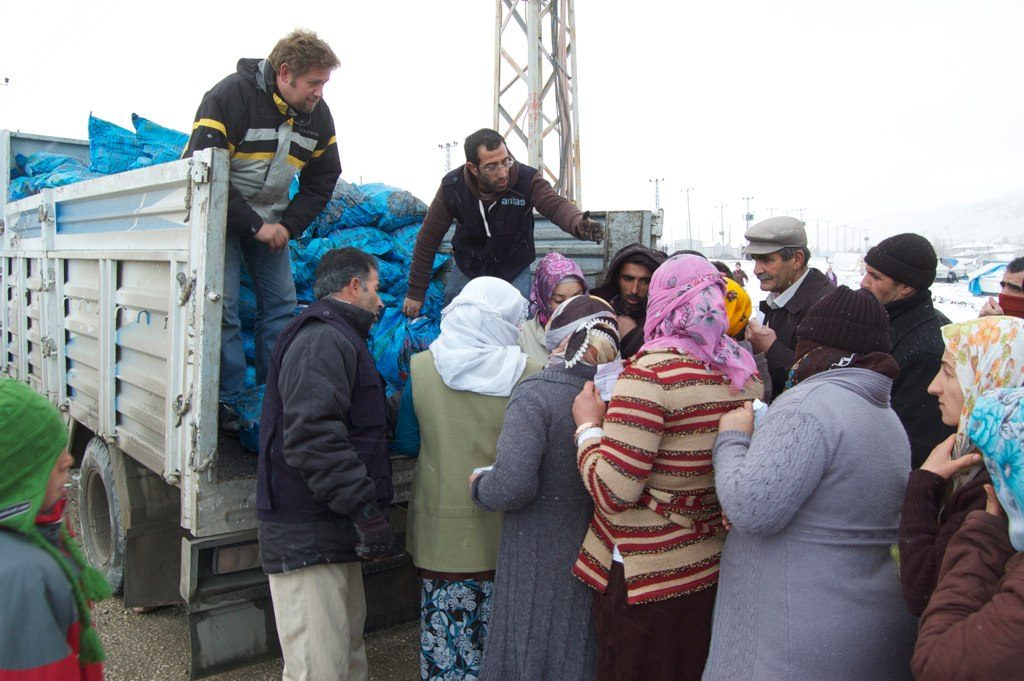 As winter sets in, Caritas Turkey helps quake victims stay warm