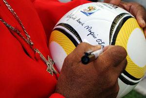 Saque inicial de la 'Copa de Fútbol por la Paz' en Sudáfrica
