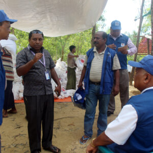 Caritas gets food to Rohingya refugees