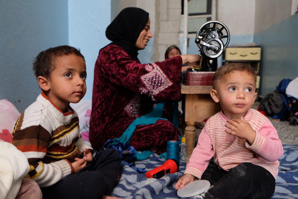 Manara Aded Al Hamid avec ses enfants.
