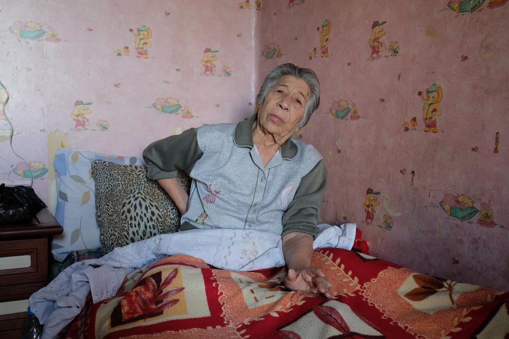 Les travailleurs sociaux de Caritas visitent Yvette régulièrement.