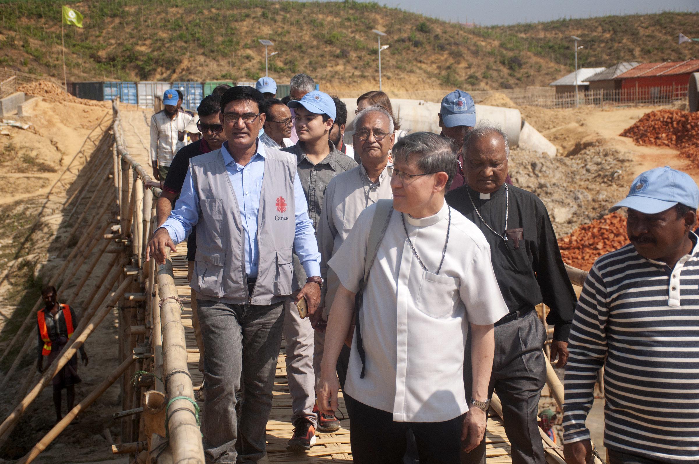 «Un grito para el mundo»: El cardenal Tagle visita los campamentos de refugiados rohingya en Bangladesh