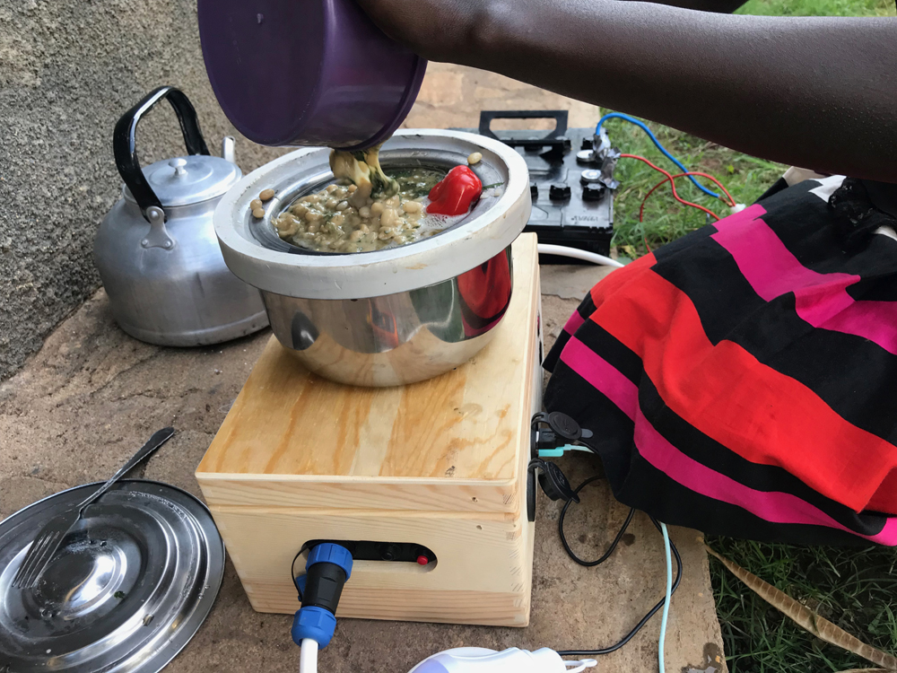 Caritas Denmark helped test the solar cookers in Uganda.