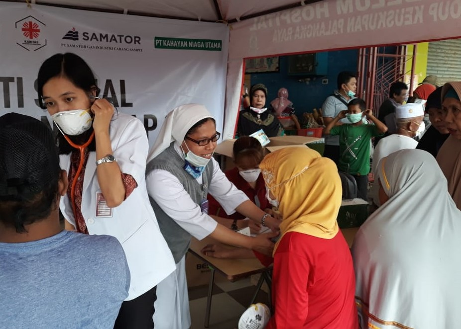 Caritas Indonesia offers medical service to local community affected by forest fire in Kalimantan.