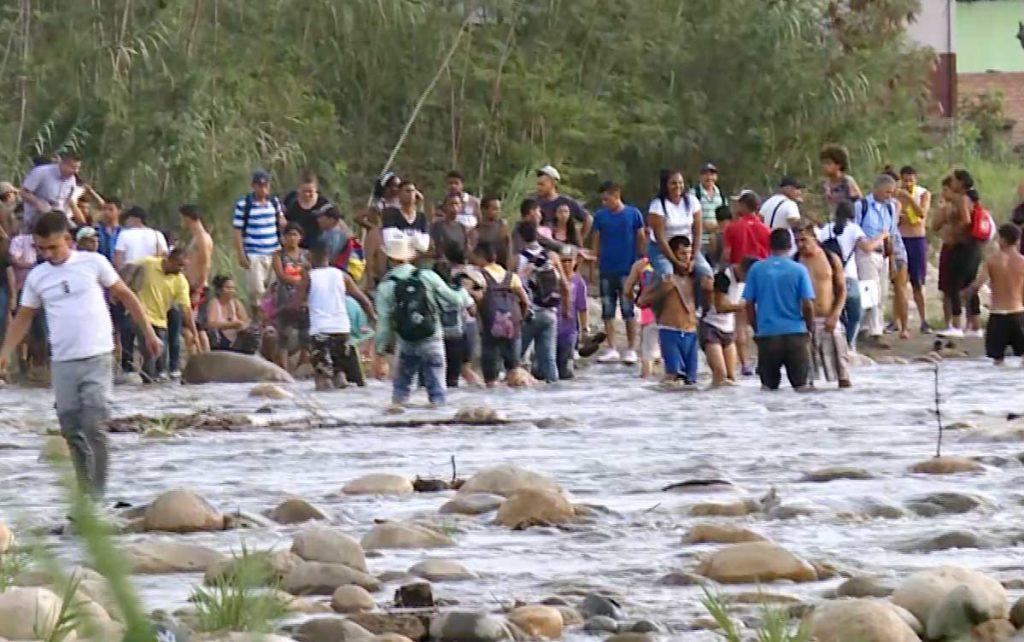 Migrants crossing the border between Colombia and Venezuela.