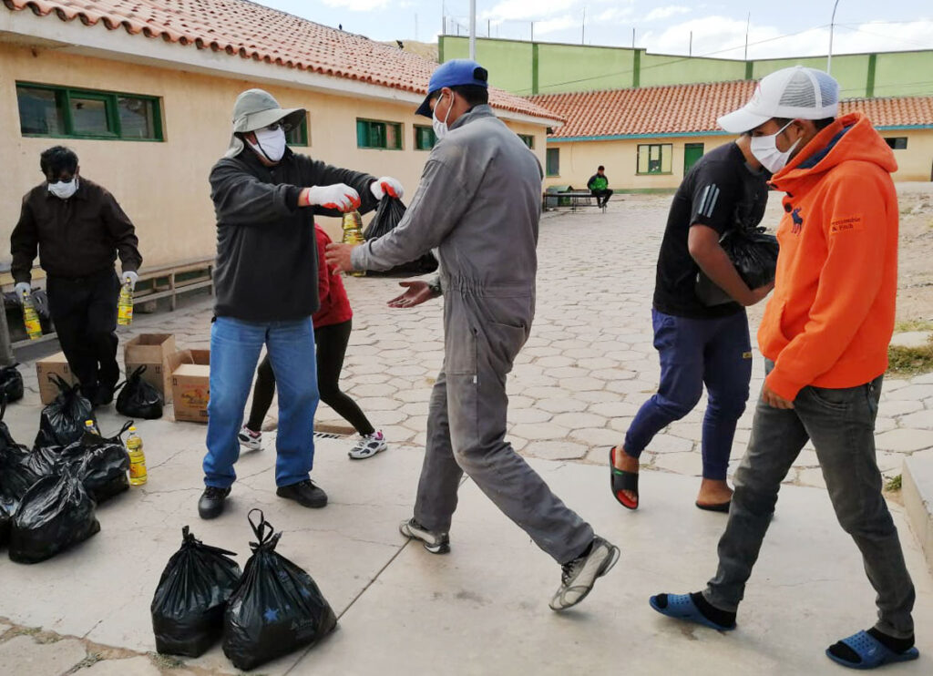 Cáritas Bolivia, in coordination with Caritas Potosí, delivered food and safety gears to 390 prisoners.