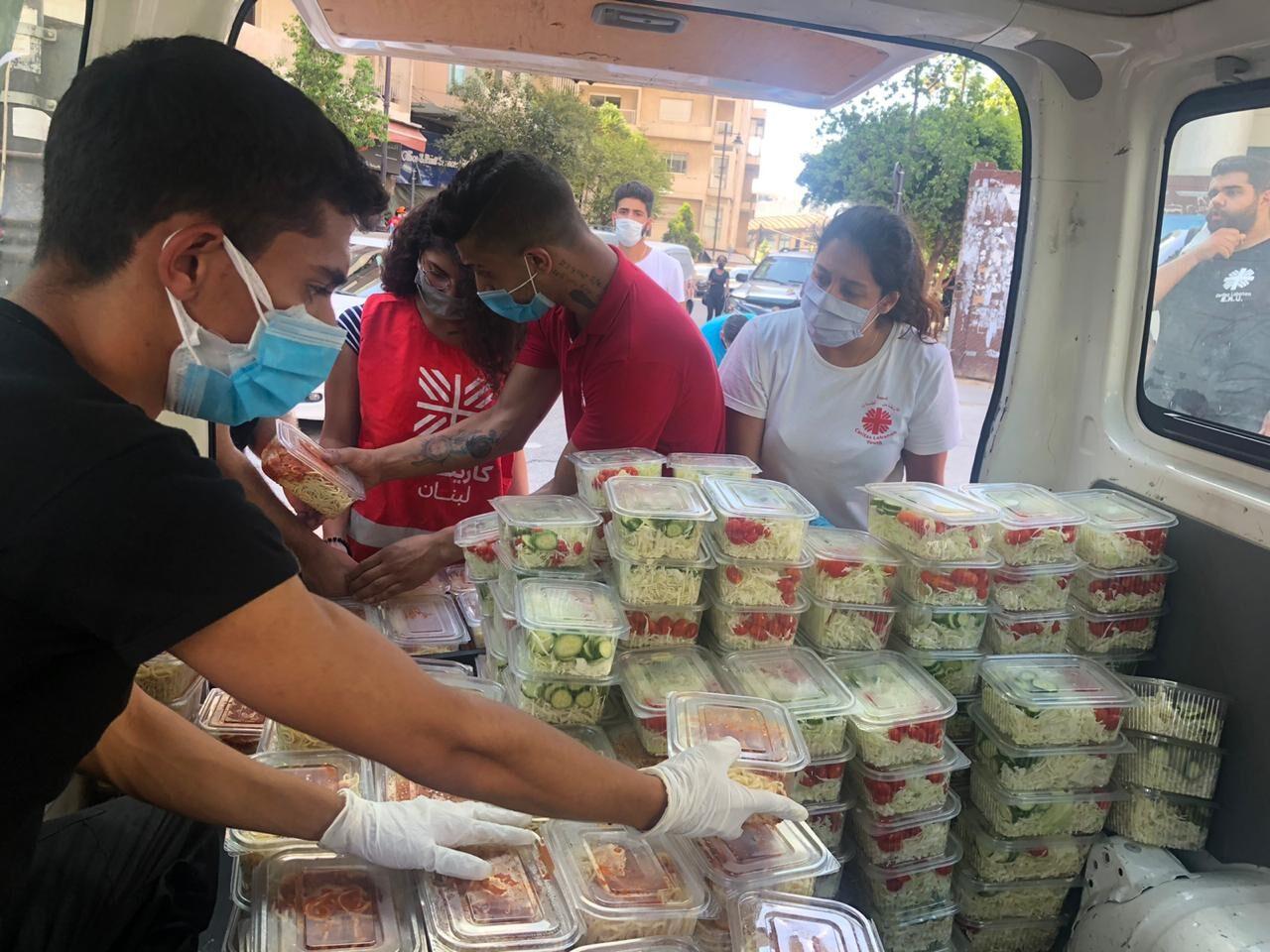 """Explosiones en Beirut. Caritas Líbano: """"Estamos viviendo una pesadilla pero no nos damos por vencidos y seguimos ayudando a los más vulnerables"""" </br> Caritas Internationalis lanza un plan de emergencia para ayudar inmediatamente a las víctimas"""