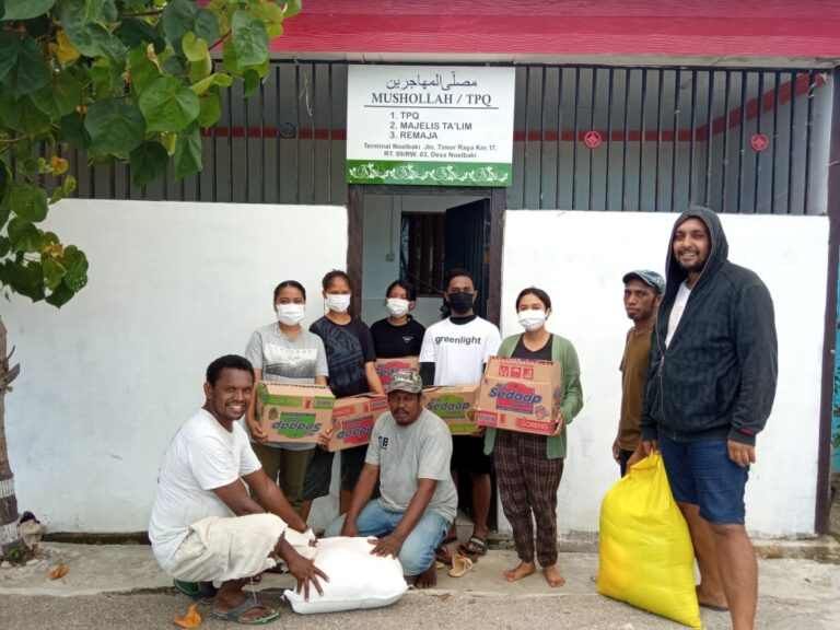 Caritas young volunteers have been out in force in Indonesia distributing essential items